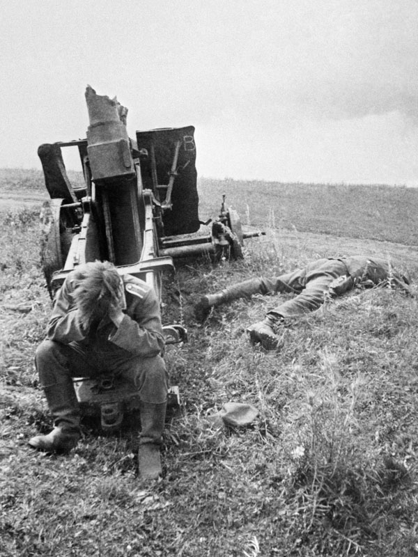 a-german-soldier-keeps-his-head-down-in-despair-as-his-friend-lies-dead-beside-him-kursk-1943-v-kinelovsky