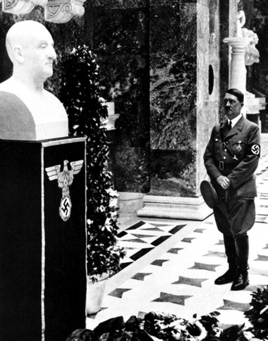 hitler-before-the-bust-of-anton-bruckner-at-walhalla-1937