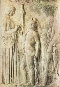 Demetra in una simbolica iniziazione di Trittolemo, donandogli la dorata spiga di grano. Al suo fianco, Poseidone con una torcia accesa. (440-430 a.C., Atene, Museo Archeologico).