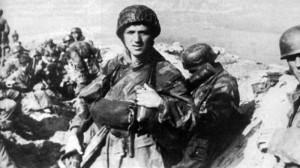 Paracadutisti tedeschi sulle colline di Drvar