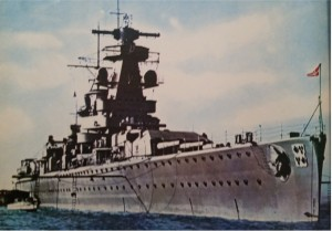 La Graf Spee all'ancora in un porto amico